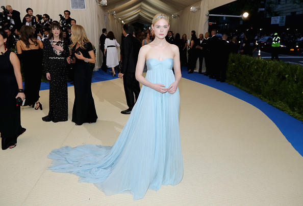 "Elle Fanning「""Rei Kawakubo/Comme des Garcons: Art Of The In-Between"" Costume Institute Gala - Arrivals」:写真・画像(3)[壁紙.com]"