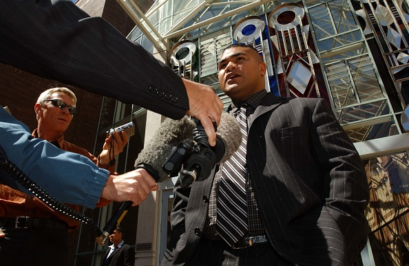 David Tua「David Tua makes a statement to the media outside t」:写真・画像(4)[壁紙.com]
