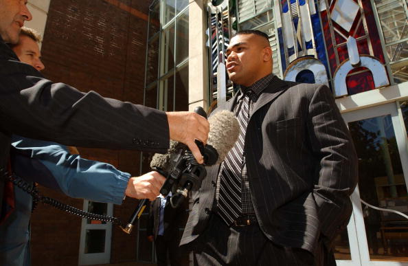 David Tua「David Tua makes a statement to the media outside t」:写真・画像(1)[壁紙.com]