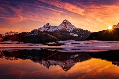 Wilderness Area「Watzmann in Alps, dramatic reflection at sunset - National Park Berchtesgaden」:スマホ壁紙(9)