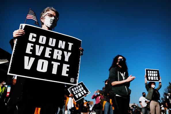 """Philadelphia - Pennsylvania「Protestors Hold """"Count Every Vote"""" Protest Rally In Philadelphia」:写真・画像(6)[壁紙.com]"""
