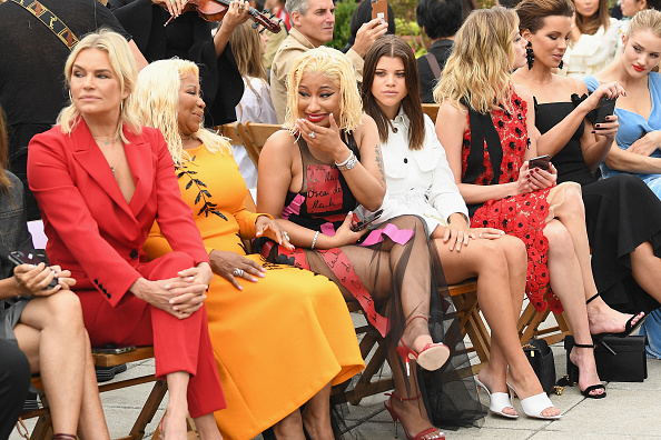Rosie Huntington-Whiteley「Oscar De La Renta - Front Row - September 2018 - New York Fashion Week: The Shows」:写真・画像(1)[壁紙.com]