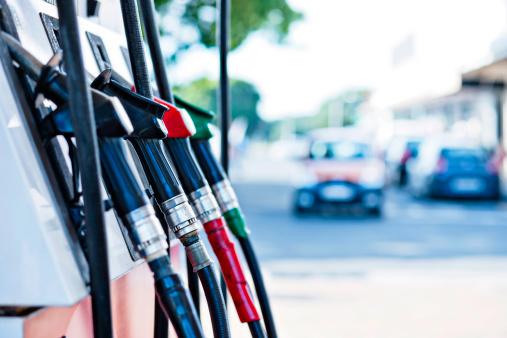 Approaching「Gas pumps」:スマホ壁紙(7)