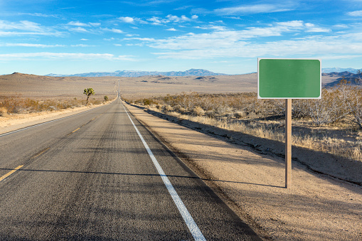 Remote Location「Blank sign on desert highway PC RM」:スマホ壁紙(6)