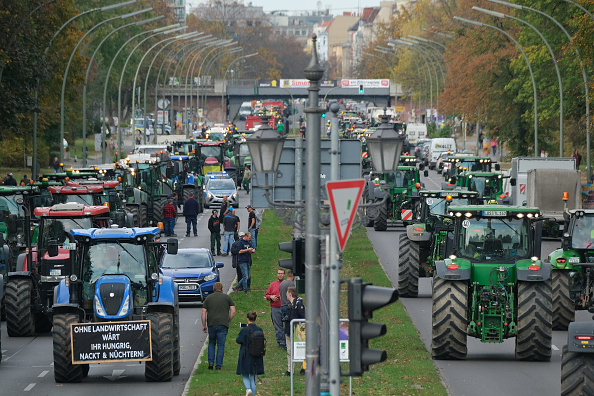 Tractor「Farmers Protest Agricultural Policy」:写真・画像(8)[壁紙.com]