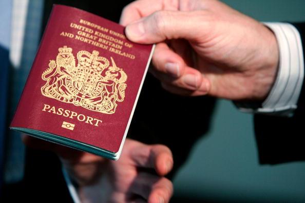 British Culture「High-Tech Microchip Passports Make U.S. Debut」:写真・画像(4)[壁紙.com]