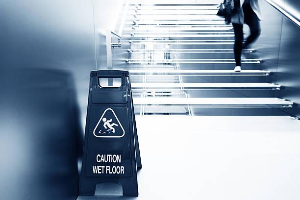 wet floor caution:スマホ壁紙(壁紙.com)