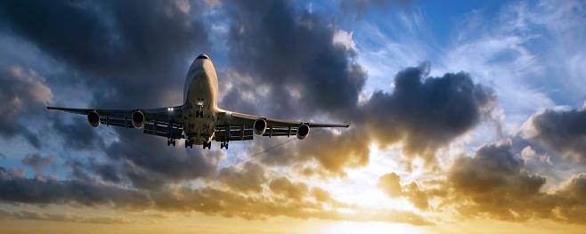 Approaching「XXL jumbo jet airplane landing at sunset」:スマホ壁紙(5)