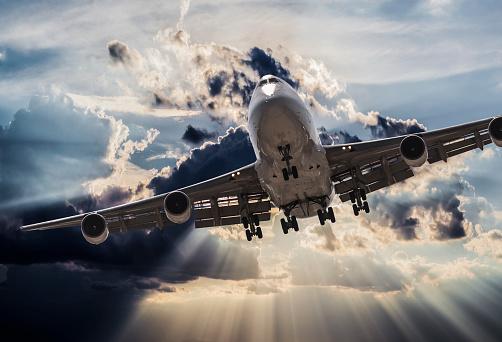 Approaching「jumbo jet airplane landing in storm」:スマホ壁紙(19)