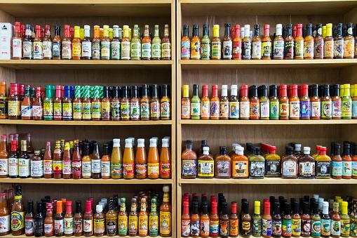 Seasoning「Jars of sauce on shelves in store」:スマホ壁紙(16)