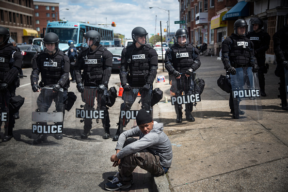 Riot Police「National Guard Activated To Calm Tensions In Baltimore In Wake Of Riots After Death Of Freddie Gray」:写真・画像(2)[壁紙.com]