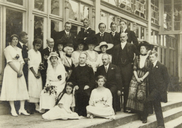 Bride「Bad Aussee. Styria. Wedding Party At The Wedding Of Felix Forster. August 1919. Photograph.」:写真・画像(13)[壁紙.com]