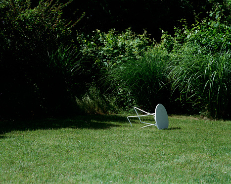 Wind「lawn furniture knocked over in yard」:スマホ壁紙(8)