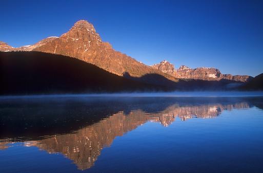 ケフレン山「Waterfowl Lake and Mount Chephren」:スマホ壁紙(18)