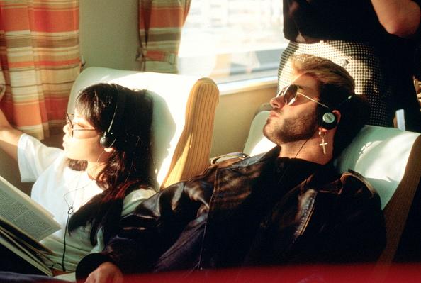 Listening「George Michael」:写真・画像(9)[壁紙.com]