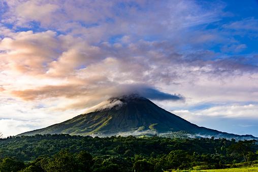 Tropical Tree「Arenal Volcano, Costa Rica」:スマホ壁紙(16)