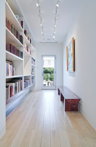 Entrance「Long Hallway with Built-in Bookcase Leading to Outdoors」:スマホ壁紙(5)