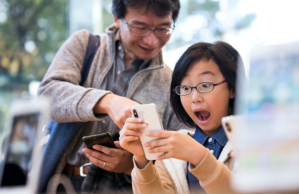 Smart Phone「iPhone X Launches In Japan」:写真・画像(9)[壁紙.com]