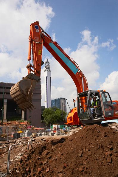 Construction Vehicle「Digger, Birmingham, with BT Tower behind, UK」:写真・画像(12)[壁紙.com]