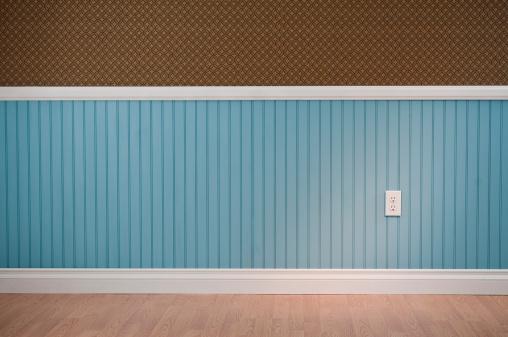Baseboard「Power Outlet In Empty Room」:スマホ壁紙(2)