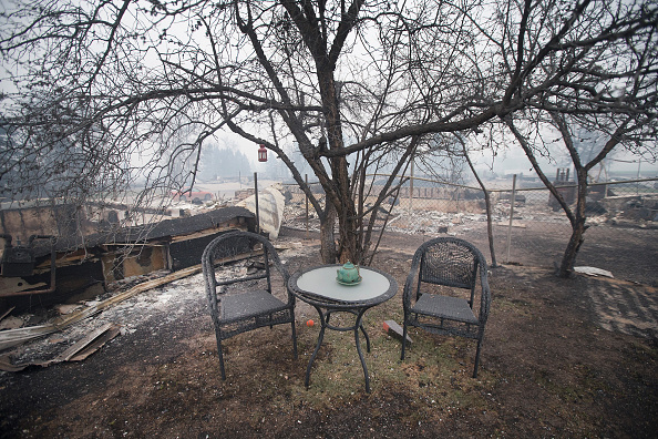 Scott Olson「Wildfire Engulfs Fort McMurray Forcing Evacuations Of 80,000 People」:写真・画像(8)[壁紙.com]
