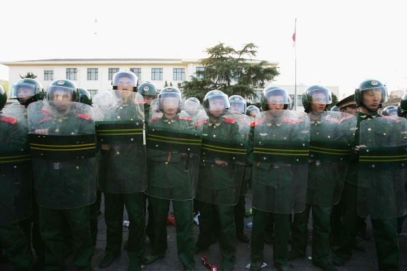 Riot Police「China Protesters Demand Boycott Over Japan Refusal To Admit WWII Atrocities」:写真・画像(6)[壁紙.com]