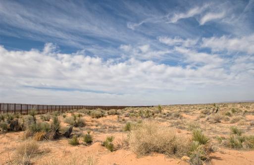 Geographical Border「Border Fence in the Desert」:スマホ壁紙(16)