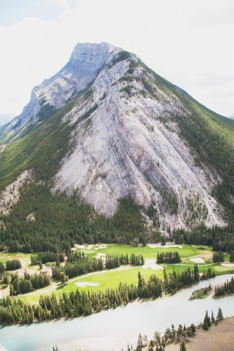 Sand Trap「Golf Course With Mount Rundle And Bow River, Banff National Park, Alberta, Canada」:スマホ壁紙(11)