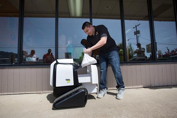 Tortilla Dish「Semi-Autonomous Robot Delivers Burritos In Oregon Town Of Philomath」:写真・画像(11)[壁紙.com]