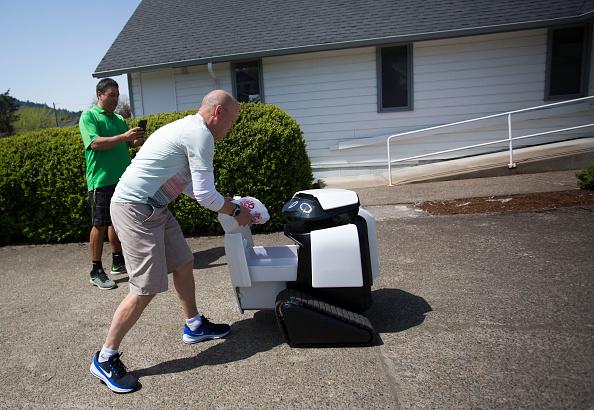 Tortilla Dish「Semi-Autonomous Robot Delivers Burritos In Oregon Town Of Philomath」:写真・画像(10)[壁紙.com]