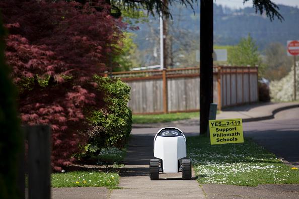 Tortilla Dish「Semi-Autonomous Robot Delivers Burritos In Oregon Town Of Philomath」:写真・画像(7)[壁紙.com]