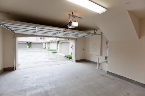 Garage「Empty Garage Looking Out」:スマホ壁紙(3)