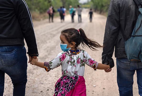 Mexico「Migrants Cross Into Texas From Mexico」:写真・画像(14)[壁紙.com]