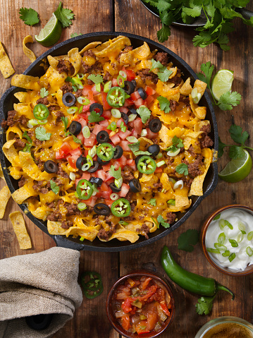 Sour Cream「Baked Frito Pie (Chili Corn Chip Nachos) with Black Olives, Tomatoes, Green Onions, Jalapenos, Salsa, Guacamole and Sour Cream」:スマホ壁紙(19)