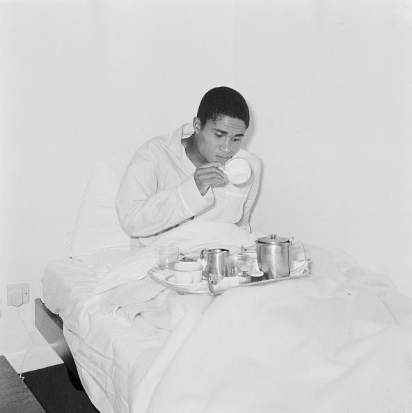 Soccer Player「Eusebio Breakfast In Bed」:写真・画像(16)[壁紙.com]