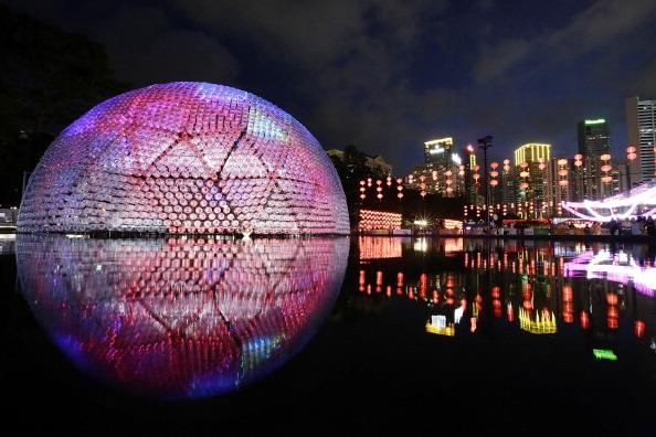 Jessica Hromas「Revelers Gather For Hong Kong's Mid Autumn Lantern Festival」:写真・画像(0)[壁紙.com]