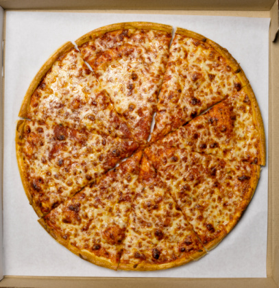 Vertical「Whole pizza in box, overhead view」:スマホ壁紙(2)