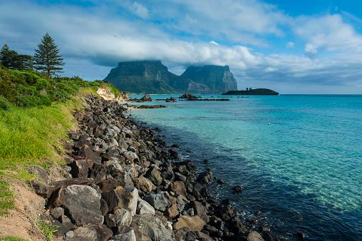 ゴア山「View of Mount Lidgbird and Mount Gower in the background on Lord Howe Island, New South Wales, Australia」:スマホ壁紙(7)