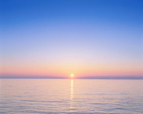 Twilight「Beautiful Sunrise Over the Ocean. Wakkanai, Hokkaido, Japan」:スマホ壁紙(2)