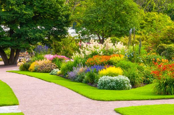 Beautiful summer garden:スマホ壁紙(壁紙.com)