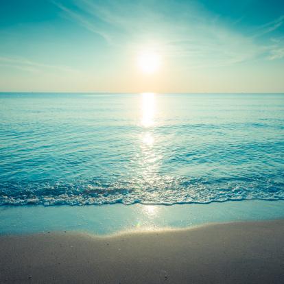 Thailand「Beautiful silhouette sunset at tropical sea」:スマホ壁紙(14)