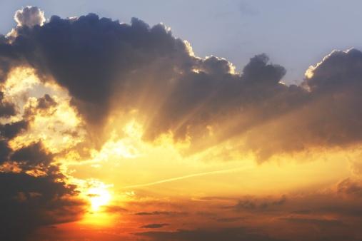 God「beautiful sky sunrise with sunbeams in dark clouds wallpaper」:スマホ壁紙(3)