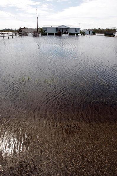 Hurricane Ike「Hurricane Ike Makes Landfall On Texas Coast」:写真・画像(9)[壁紙.com]