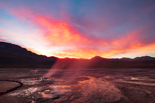 Volcano「El Tatio geysers at sunrise - third largest geyser field in the world and one of the highest located, at 4,320m, Atacama Desert, Chile, January 20, 2018」:スマホ壁紙(13)