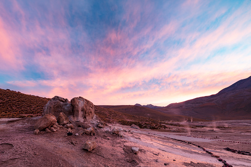 Volcano「El Tatio geysers at sunrise - third largest geyser field in the world and one of the highest located, at 4,320m, Atacama Desert, Chile, January 20, 2018」:スマホ壁紙(0)