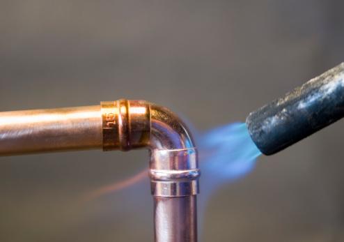 Soldered「Soldering a copper pipe」:スマホ壁紙(12)