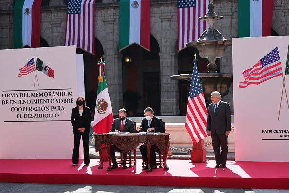 Mexico「Vice President Kamala Harris Meets AMLO」:写真・画像(5)[壁紙.com]