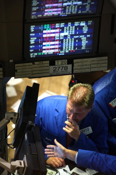 Financial Figures「Markets Plunge After House Rejects $700 Billion Financial Bailout Plan」:写真・画像(12)[壁紙.com]