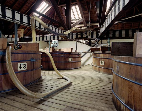 Condiment「Vats at Sarsons Vinegar Factory, Stourport, Worcestershire, 2000. Artist: JO Davies」:写真・画像(8)[壁紙.com]