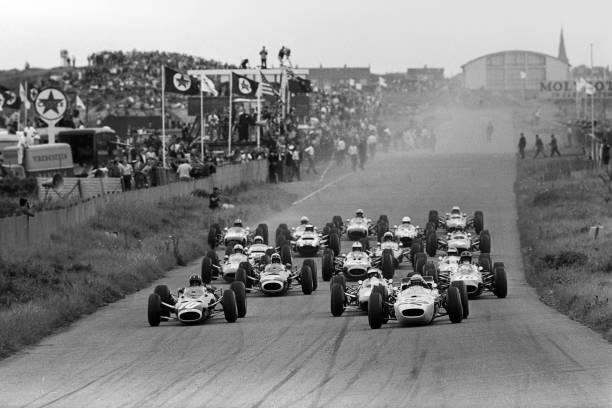 Netherlands「Graham Hill, Richie Ginther, Jim Clark, Jackie Stewart, Dan Gurney, Grand Prix Of The Netherlands」:写真・画像(11)[壁紙.com]